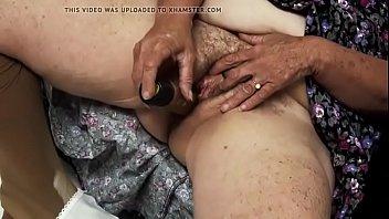 abuela masturbaacute_ndose delante de su esposo y cornedor velluda