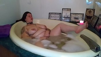 plus-size bubble-tub getting off - zamodelscom