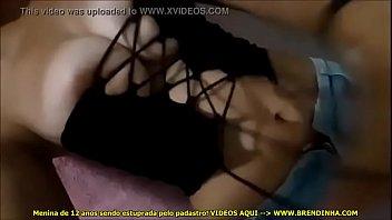 esposa mostrou seus peitos enormes em viacute_deo amador.