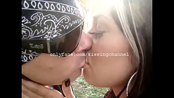 am smooching in the park