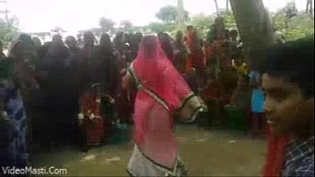 bhabhiji dancing on bhojpuri song in.