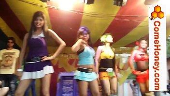 indian pakistani bangladeshi chicks dance.