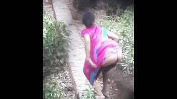 desi peeing outdoor