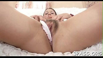 two supah-cute damsels eat fuckboxes and have fun.
