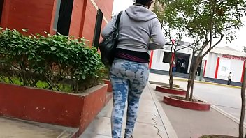 hunting 32 dark-hued girl with leggins - cazando.