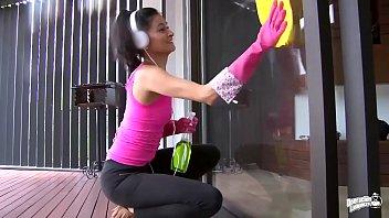 operacion limpieza - jaw-dropping colombian maid sofia candela.