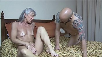 cougar has gimp idolize her bootie.