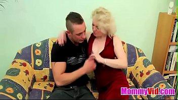 mommyvidcom - older light-haired cougar pounds.