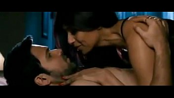 bipasha basu and emraan hashmi steamy gig in.