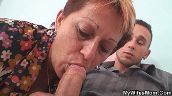 gfs older mother tempts her dude