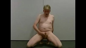pornmodel tom strippes jacks and thumbs.