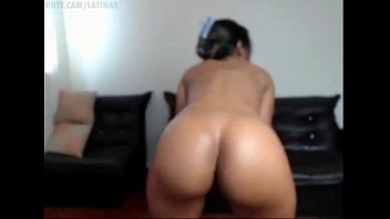 latina jiggling her flawlessly shaped enormous booty ass.