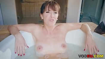 mummy alana cruise gets buttfuck penetrating in the shower