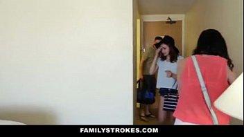 family milks- viajem de familia acaba em sexo.