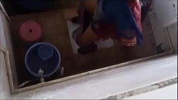 desi school nymph urinating caught in douche covert camera