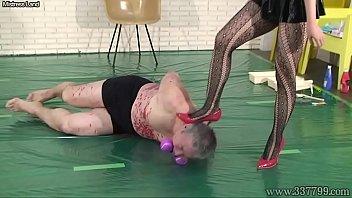 japanese gal dom mayumi ass-strangling and face stomp abasement