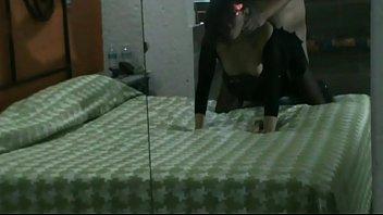 mexicana en el motel con bodystocking.