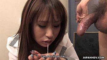 japanese stunner deep throating him off so he.