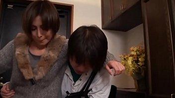 supah geile asiatisch japanische mutter fickt den jungen sohn