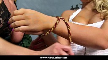 02-spectacular lesbos get labia climax