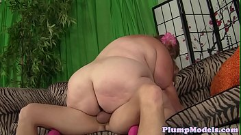 plus-size with massivetits tittyfucking before bang-out