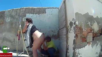 ella estaba reformando la casa cuando a el.