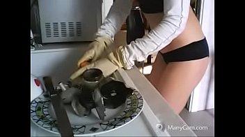 lavo i piatti in un modo.