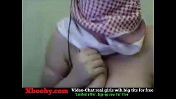 palestine arab hijab dame display her humungous orbs.