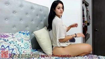 bella chica colombiana de tetas redondas y con.