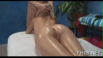 bombshell unclothes and then plays with her indefatigable sextoy
